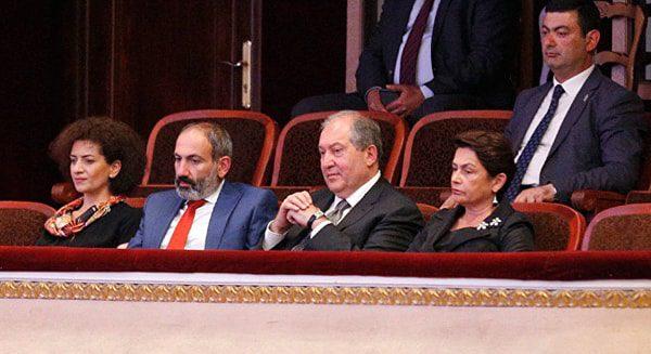 Look at me: в чем похожи и чем отличаются первые леди Армении?